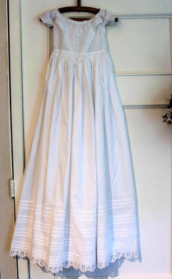 アンティークのベビードレス