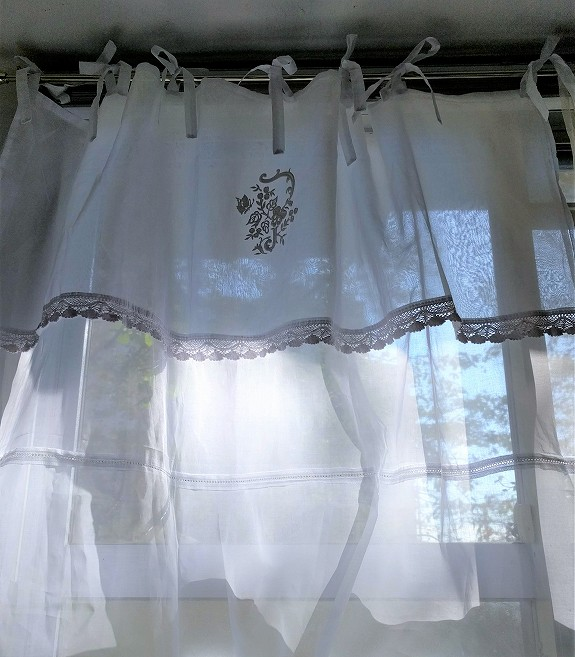 オーガンジーレースのカーテン