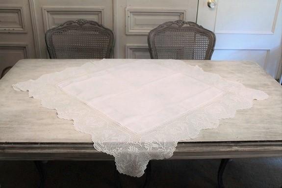 アイリッシュクロッシェレースのテーブルクロス