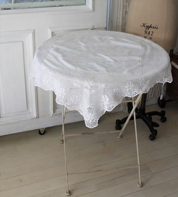 クロッシェレースのテーブルクロス