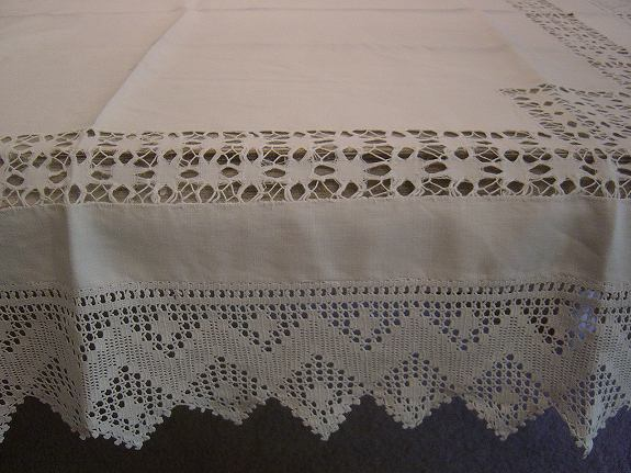 アンティークレースのテーブルクロス